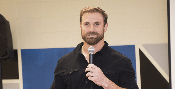 Eagles Chris Long Teams Up With United Way And Philadelphia Read By 4th