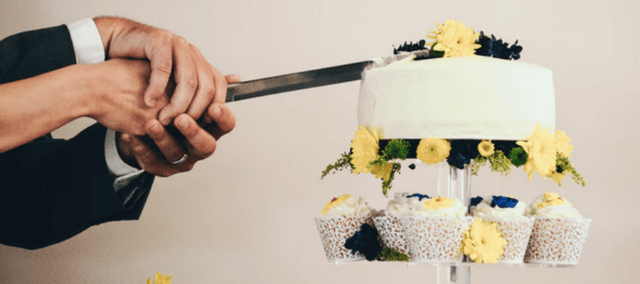What To Look For When Buying a Wedding Cake