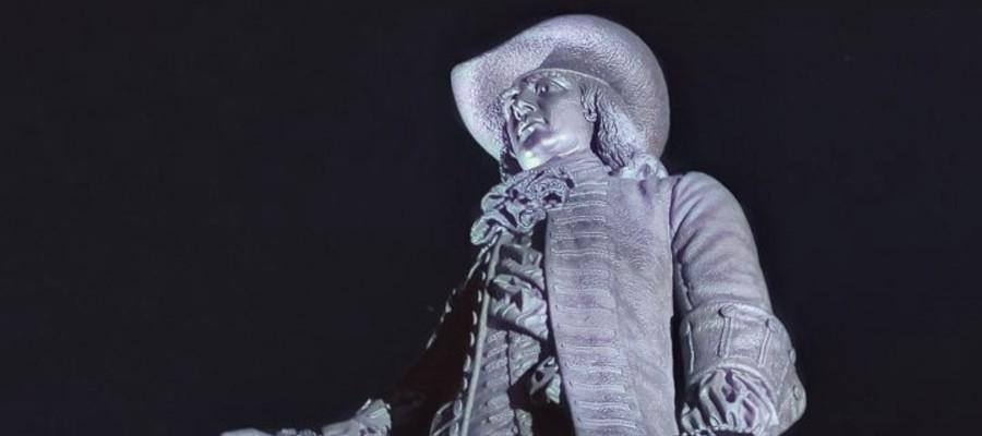 Resturation of William Penn Statue atop City Hall is Complete